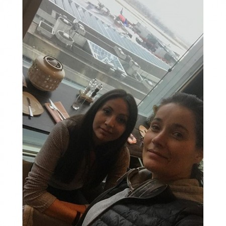 En heldag på Arlanda Teamet delades upp på två. Jag och Cecilia kommer inte iväg förrän 18.55 Så nu lunch med den här trevlig utsikten 😇 Imorgon lovar jag att lägga upp en bild med trevligare utsikt 😀 Puss och Kram! ️#arlanda #försening #lunch #utsikt #gråväder #långdag #påväg #brasilien #spårlöst