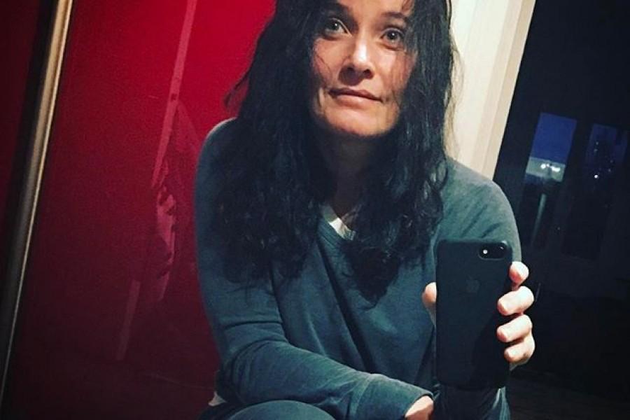 Godmorgon! ️ På väg till Karolinska i Solna för att ta ut en av spikarna i lårbenshalsen som besvärat mig (cykelolycka april 2015). Inget dramatiskt! Det ska bli skönt att få det gjort 😇🏻. Jag har duschat i Descutan i går kväll och nu på morgonen och känner mig absolut snustorr och håret känns som svinto  Kram på er och ha en fin dag! #descutan #dusch #torr #haenfindag #tahandomdig #tahandomvarandra #kram
