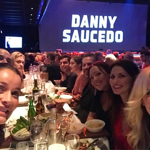 En helkväll på Hamburger Börs med många glada vänner  Danny Saucedo och showen NU! Vi tycker WOW 🏻🏻️ Bra jobbat @dannysaucedo @fredrik_benke_rydman och alla ni andra inblandade! #dannysaucedo #hamburgerbörs #show #glada #vänner #godnatt #kram